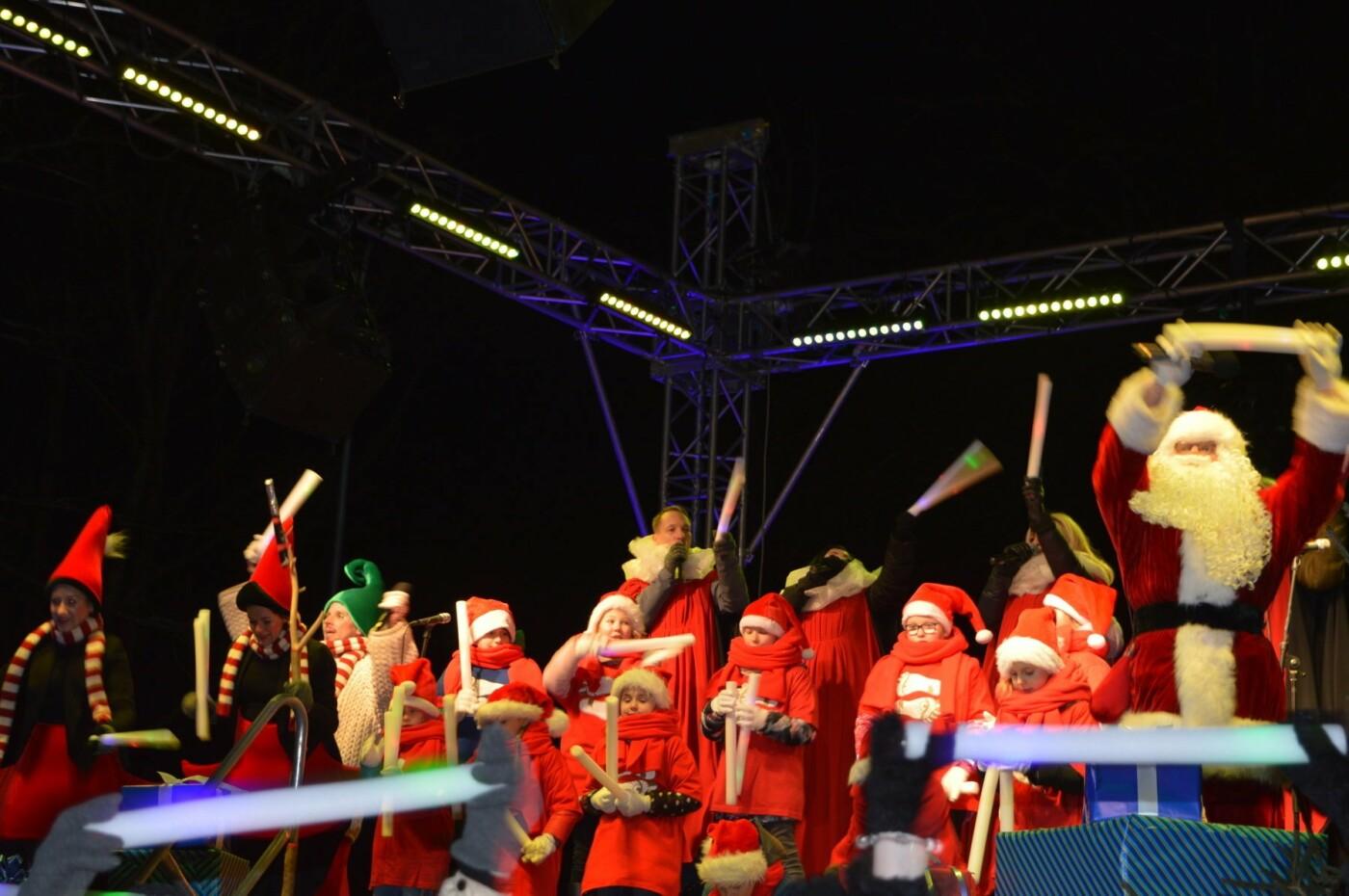 Palanga įžiebė eglę ir suspindo tūkstančiais kalėdinių šviesų, nuotrauka-15