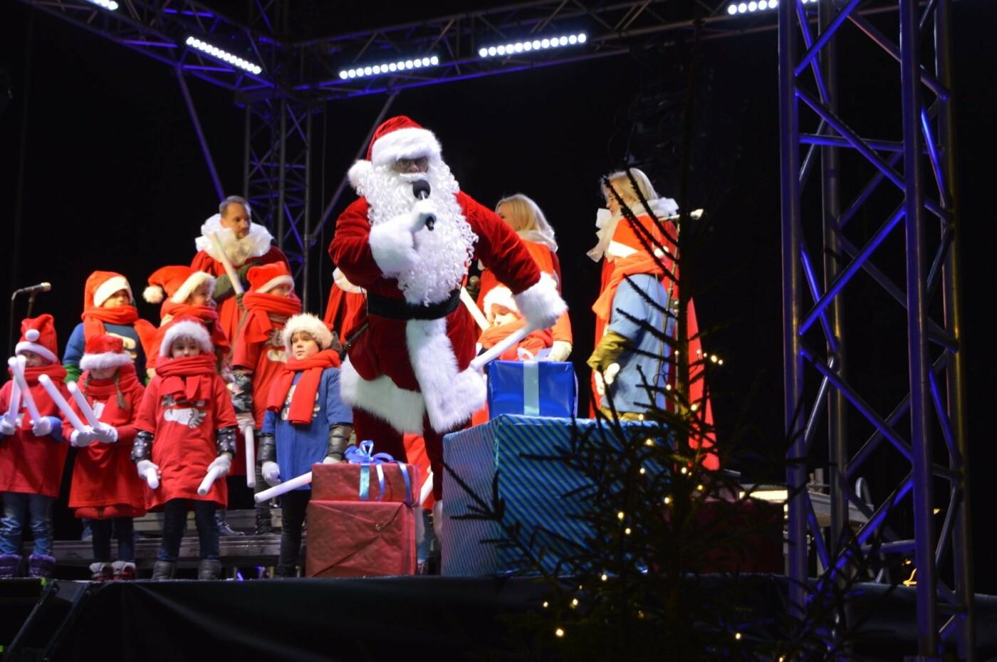 Palanga įžiebė eglę ir suspindo tūkstančiais kalėdinių šviesų, nuotrauka-62