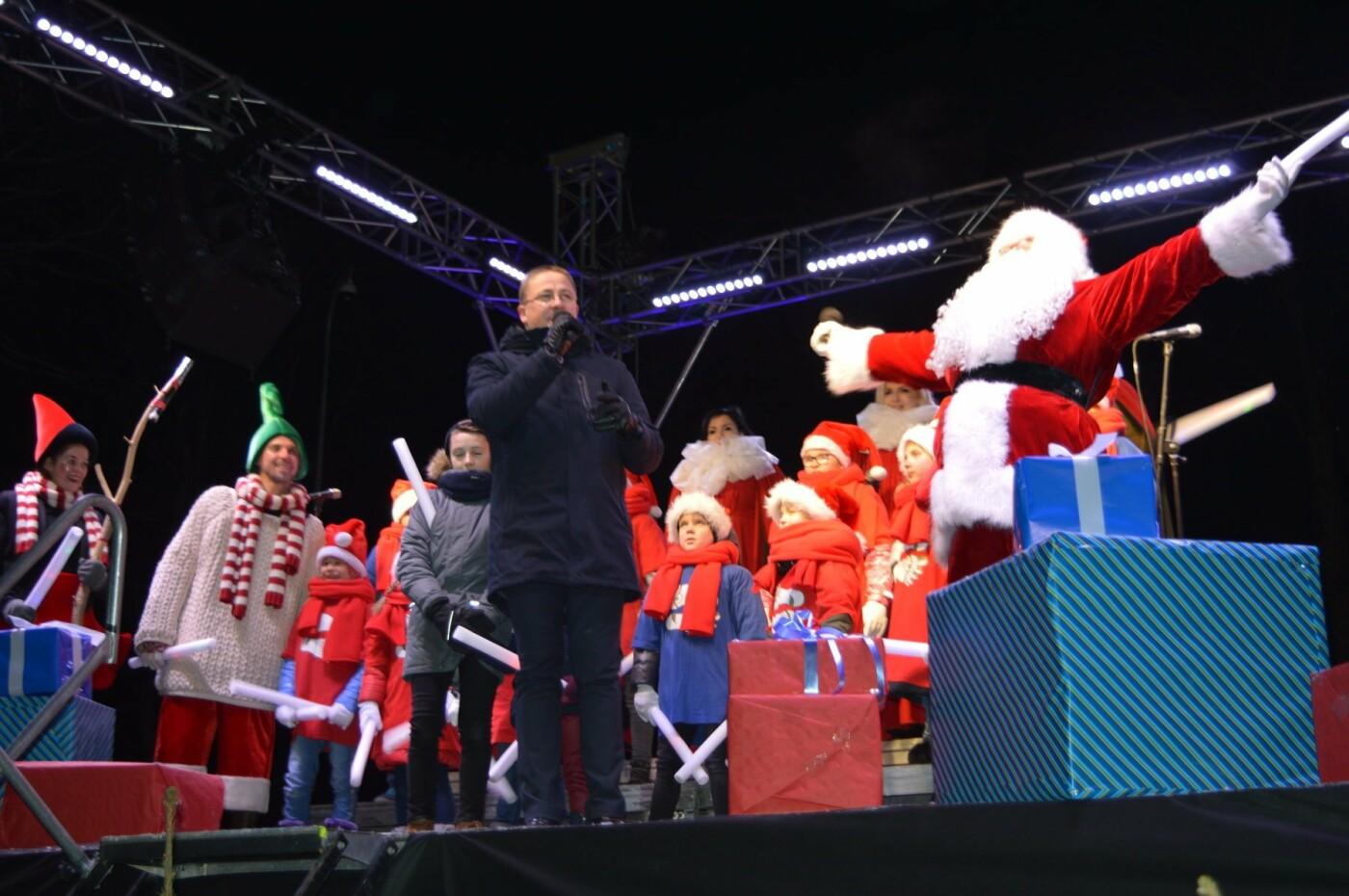 Palanga įžiebė eglę ir suspindo tūkstančiais kalėdinių šviesų, nuotrauka-73