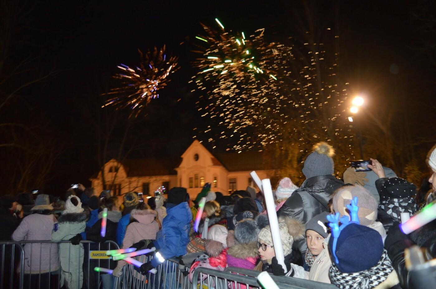 Palanga įžiebė eglę ir suspindo tūkstančiais kalėdinių šviesų, nuotrauka-67