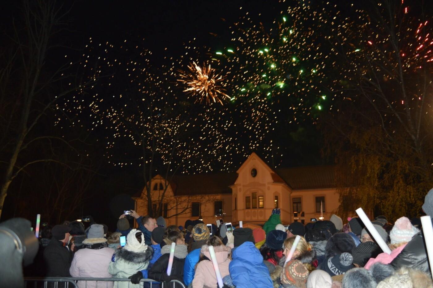 Palanga įžiebė eglę ir suspindo tūkstančiais kalėdinių šviesų, nuotrauka-66