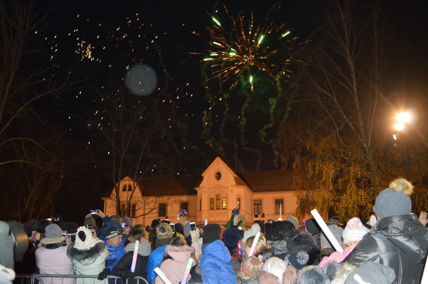 Palanga įžiebė eglę ir suspindo tūkstančiais kalėdinių šviesų, nuotrauka-52