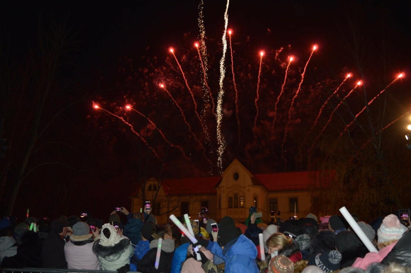 Palanga įžiebė eglę ir suspindo tūkstančiais kalėdinių šviesų, nuotrauka-11