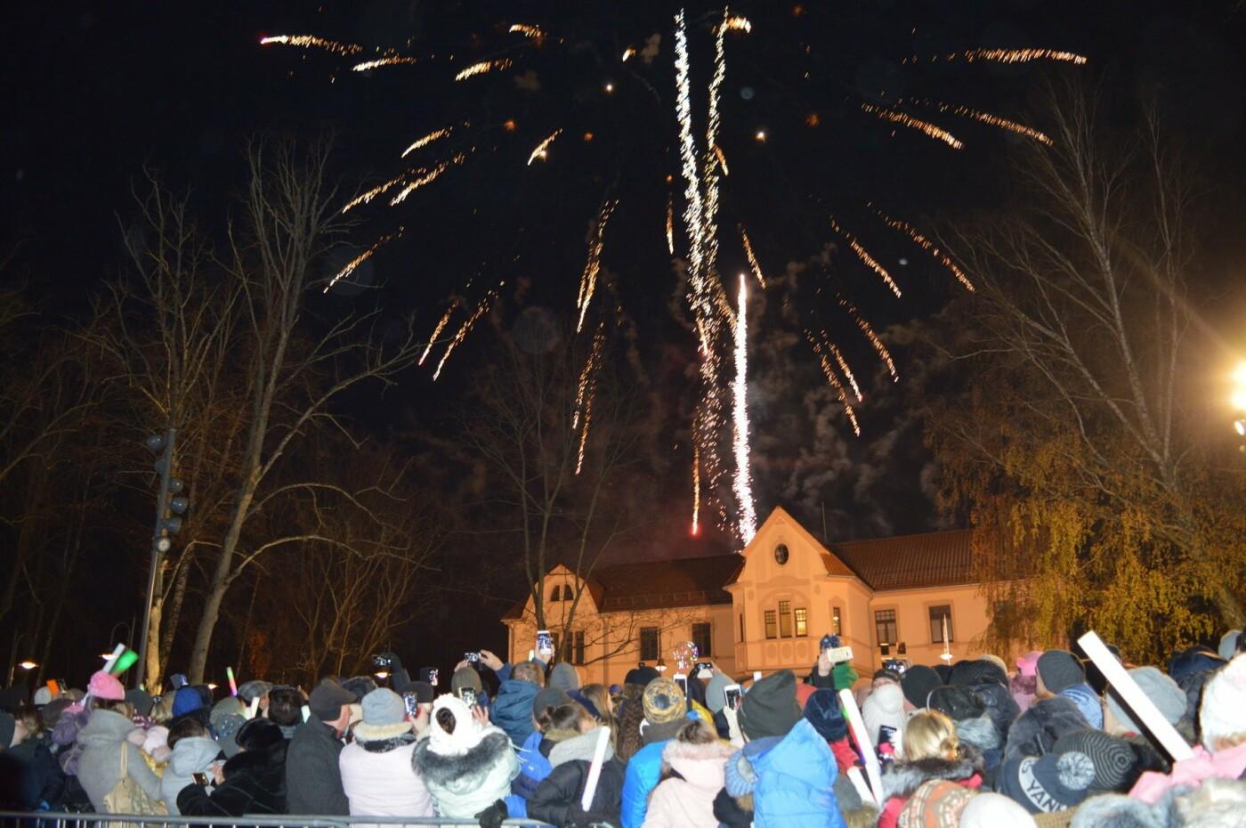 Palanga įžiebė eglę ir suspindo tūkstančiais kalėdinių šviesų, nuotrauka-44