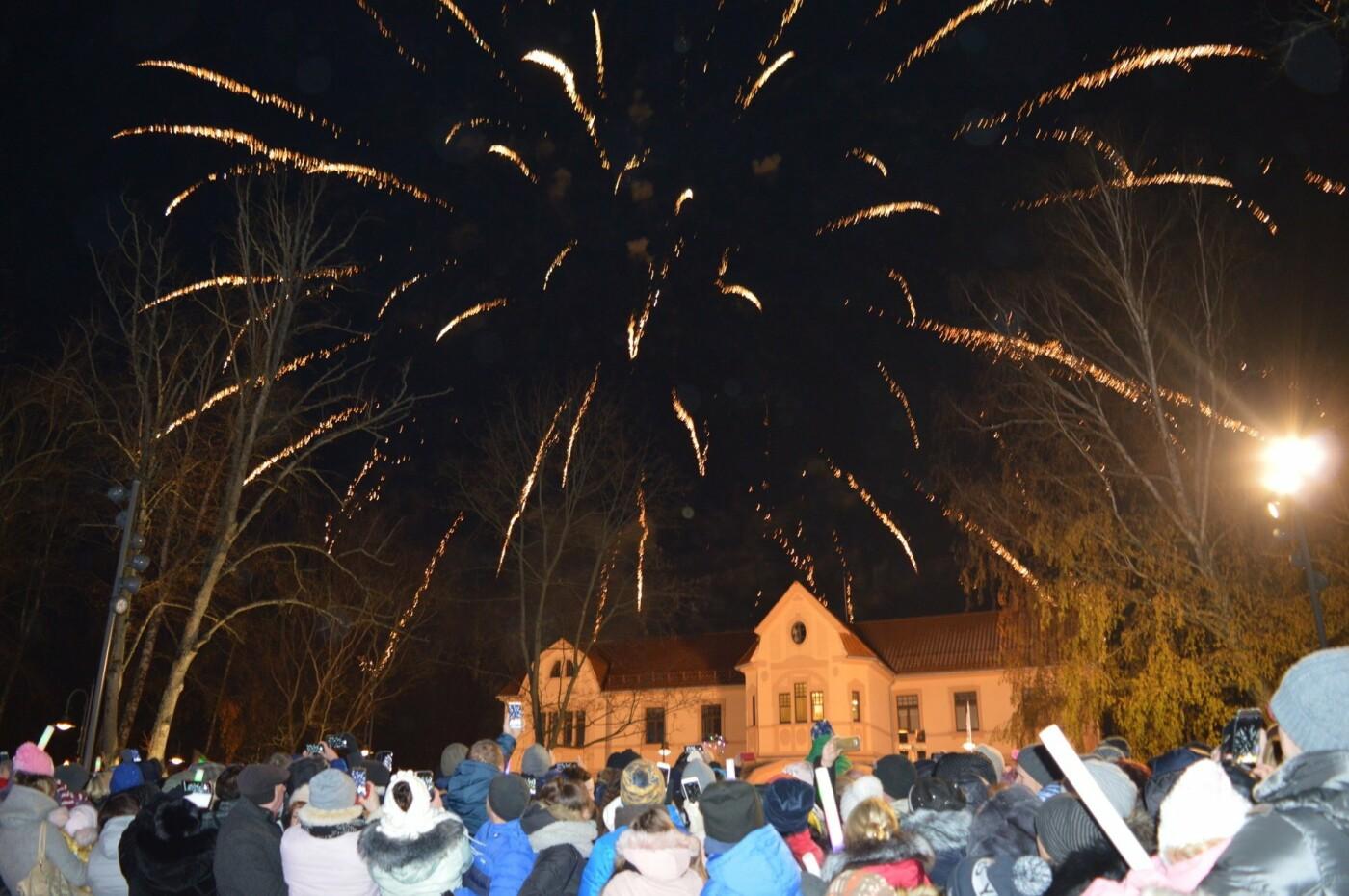 Palanga įžiebė eglę ir suspindo tūkstančiais kalėdinių šviesų, nuotrauka-37
