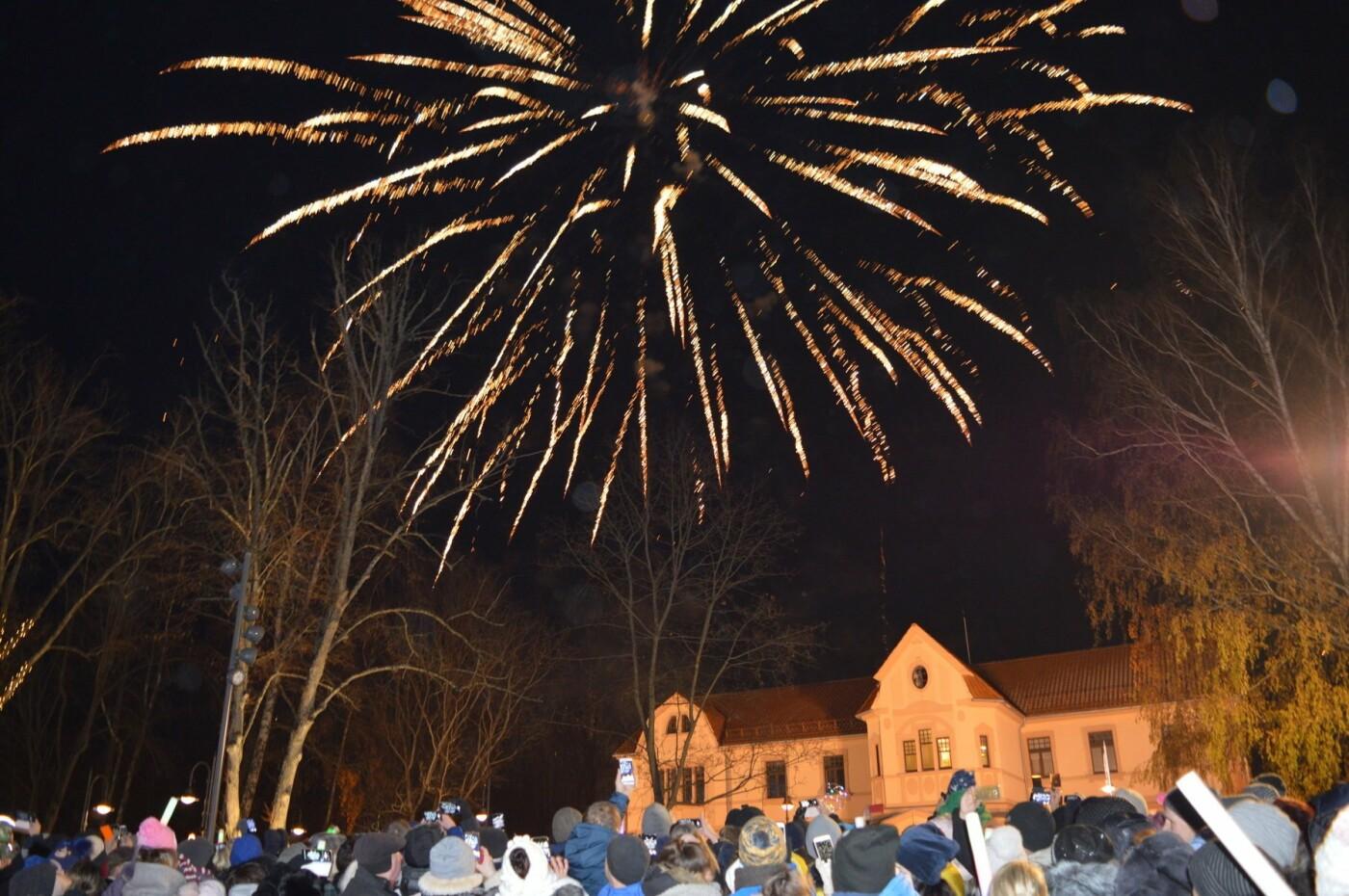 Palanga įžiebė eglę ir suspindo tūkstančiais kalėdinių šviesų, nuotrauka-28