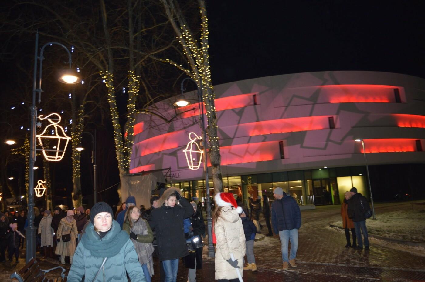 Palanga įžiebė eglę ir suspindo tūkstančiais kalėdinių šviesų, nuotrauka-78