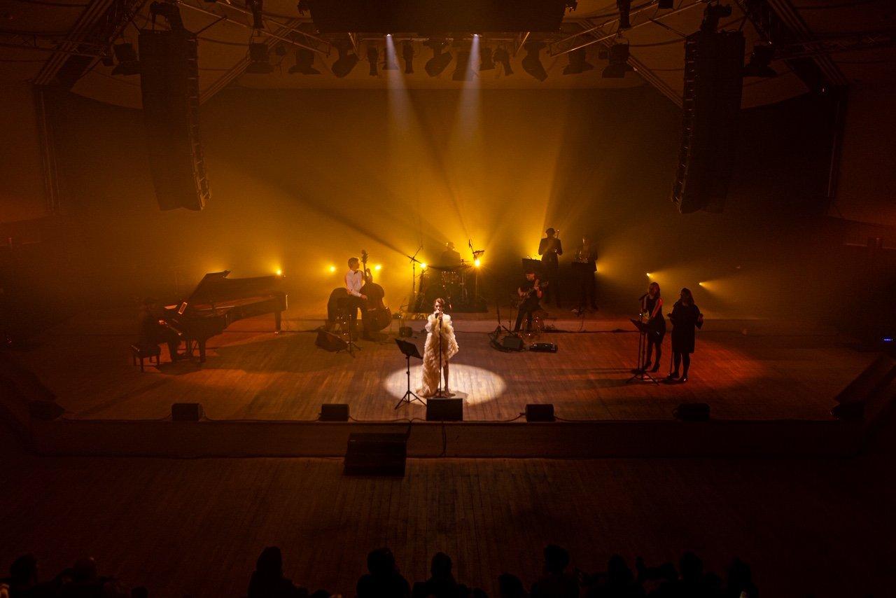 """Erica Jennings surengė pirmąjį tvarų kalėdinį koncertą """"Coming Home For Christmas"""", nuotrauka-20, Luko Grušecko ir Evelinos Sabaliauskaitės nuotr."""