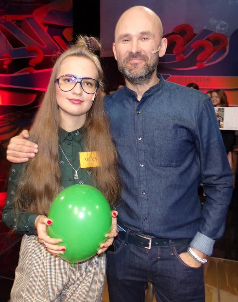 Mūza Olimpija Svetickaitė su Lietuvos tūkstantmečio vaikų laidos vedėju Robertu Petrausku