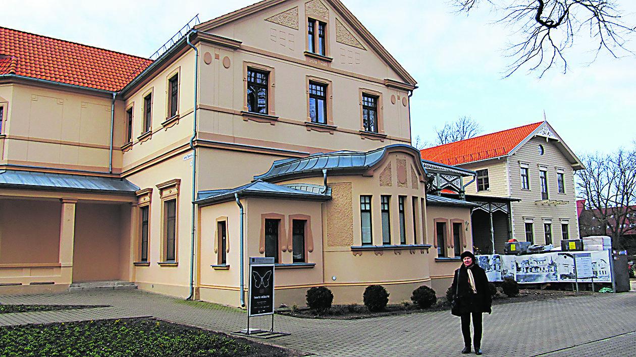 Pirmąjį šiuo metu baigiamo atkurti Palangos kurhauzo restauracijos projektą architektė Laima Šliogerienė parengė dar 1992 m.