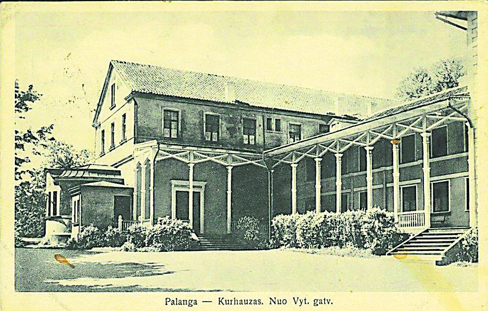 1877 m. grafo Juozapo Tiškevičiaus iniciatyva pastatytas ir vėliau kelis kartus perstatytas Palangos kurhauzas laikomas kurorto simboliu.