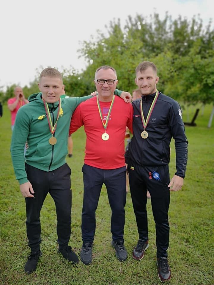 Su draugu Kęstučiu Vitkausku ir treneriu Kęstu Vitkausku, Nuotr. iš asmeninio Eriko Cchovrebovo fotoalbumo
