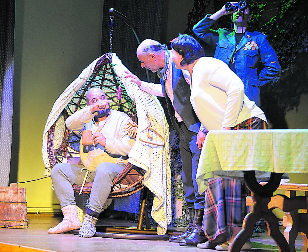 """Scena iš spektaklio """"Žaldokynė"""" (iš kairės: Žaldokas, Sapiega, Paukštytė ir Jonas)."""
