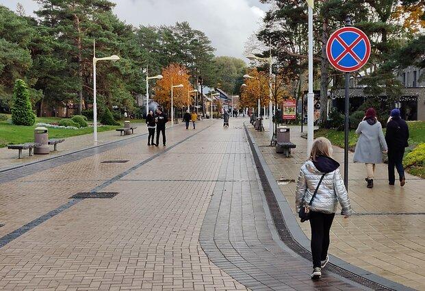 Dėl COVID-19 Palanga ir Klaipėda lyg skirtinguose pasauliuose: į Palangą guža turistai, uostamiestyje kai kur..., nuotrauka-4, N. Jankausko/LRT nuotr.