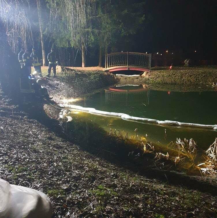 Tarša Salanto upelyje likviduojama ir antradienį, ieškoma teršalų šaltinio, Kretingos savivaldybės nuotr.
