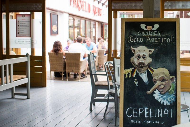 """PATIEKALAS. Itin poilsiautojų mėgstamas restorano """"Paršelio rojus"""" patiekalas - cepelinai., Vitos JUREVIČIENĖS nuotr."""