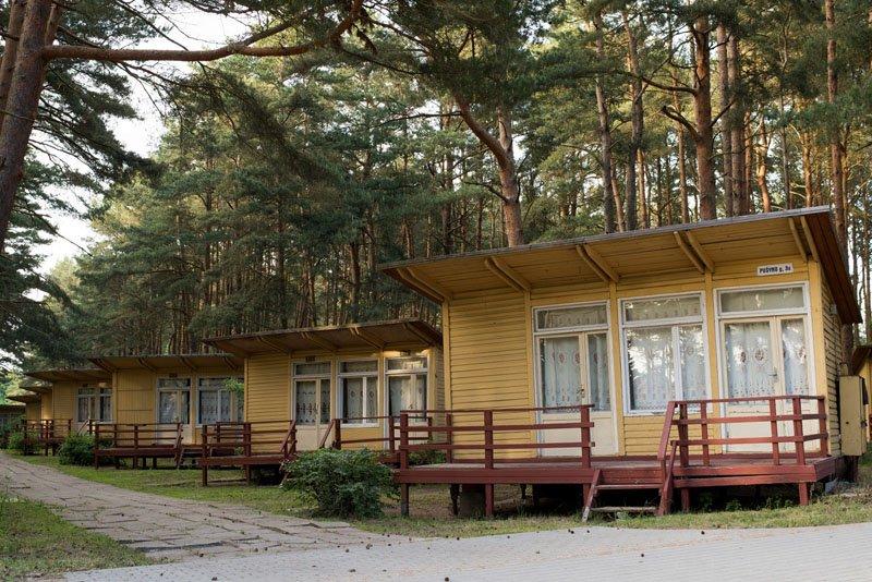 JIE. Kai kurie žmonės mėgsta tuos medinius Šventosios namelius ir vien dėl jų renkasi šį kurortą., Vitos JUREVIČIENĖS nuotr.